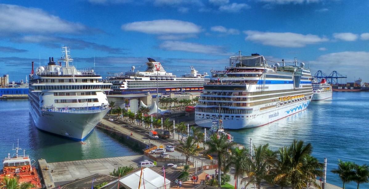 Cruceros turísticos en el Muelle de Santa Catalina. Las Palmas