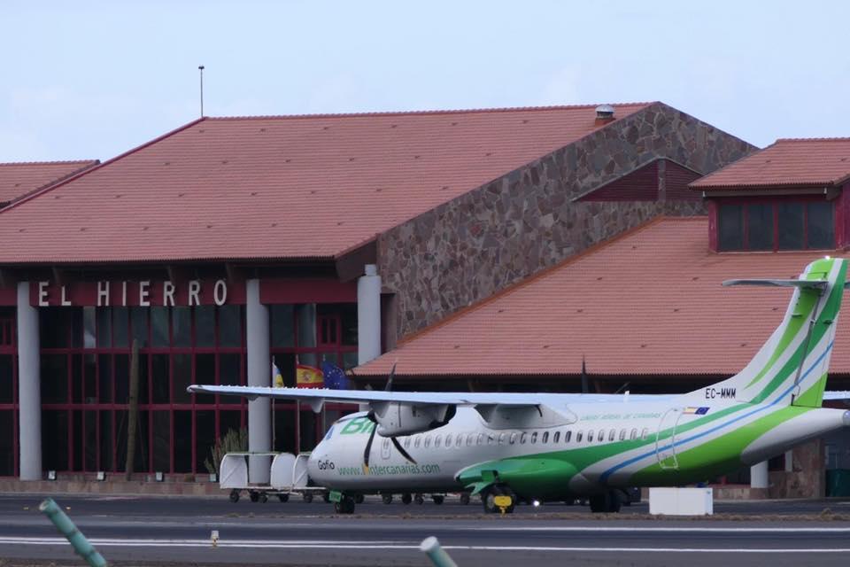 Avión Binter en el Aereopuerto de El Hierro