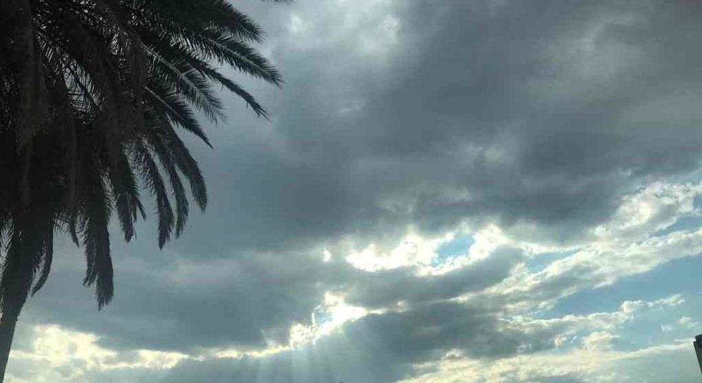 Canarias tendrá este martes intervalos nubosos, calima y altas temperaturas