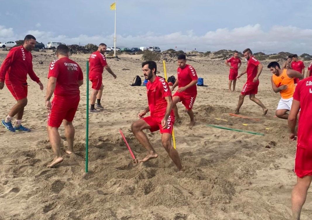 Entrenamiento del Gourmet Ampate Lanzarote en la playa de Famara