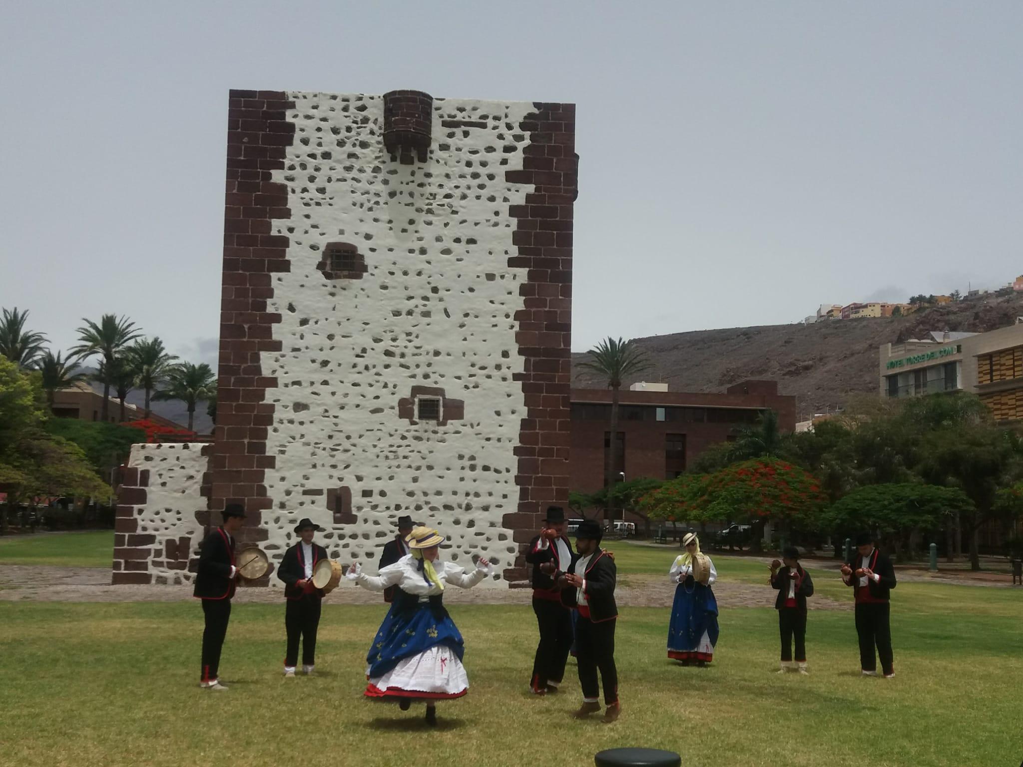 Grupo folclórico en el parque de la Torre del Conde. La Gomera