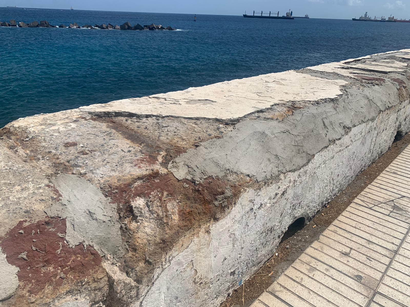 Lamentable estado de los muros de la Avda. Marítima de Las Palmas de Gran Canaria