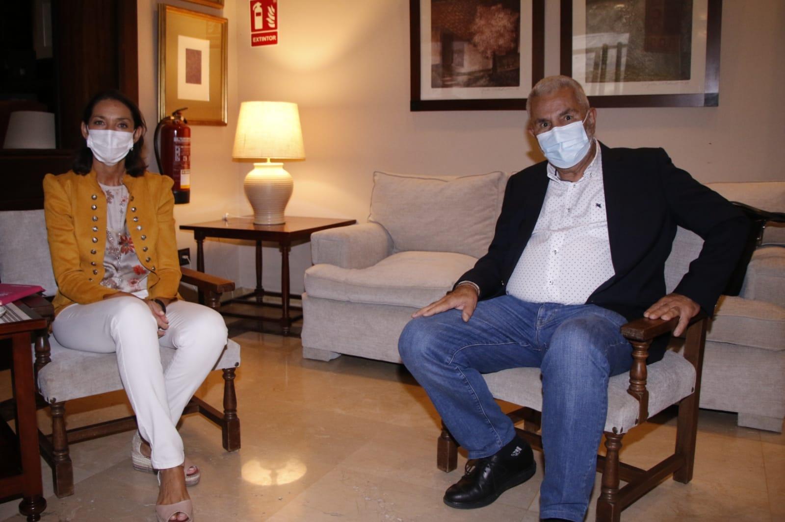 La ministra Reyes Maroto anuncia un plan específico para el turismo de Canarias