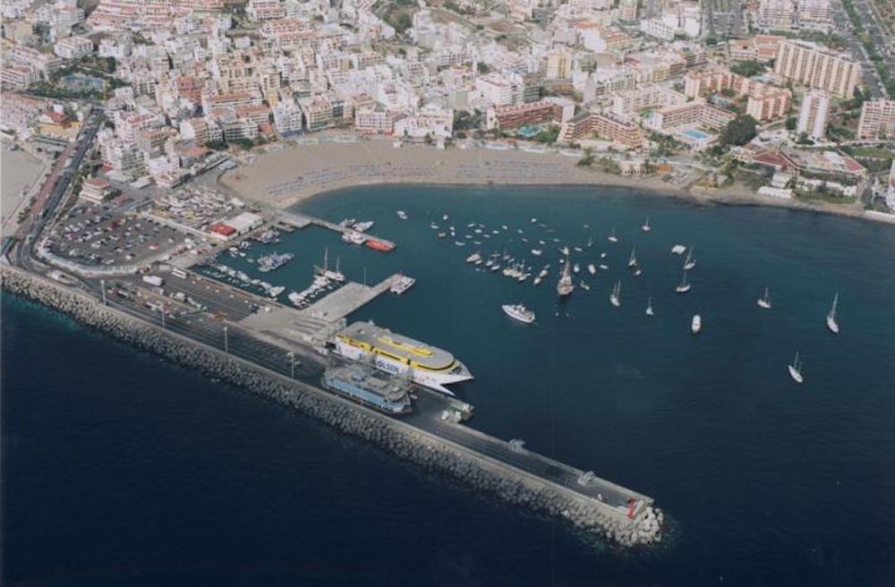 Trasladan a Tenerife a los ocupantes de un cayuco localizado al sur de Gran Canaria