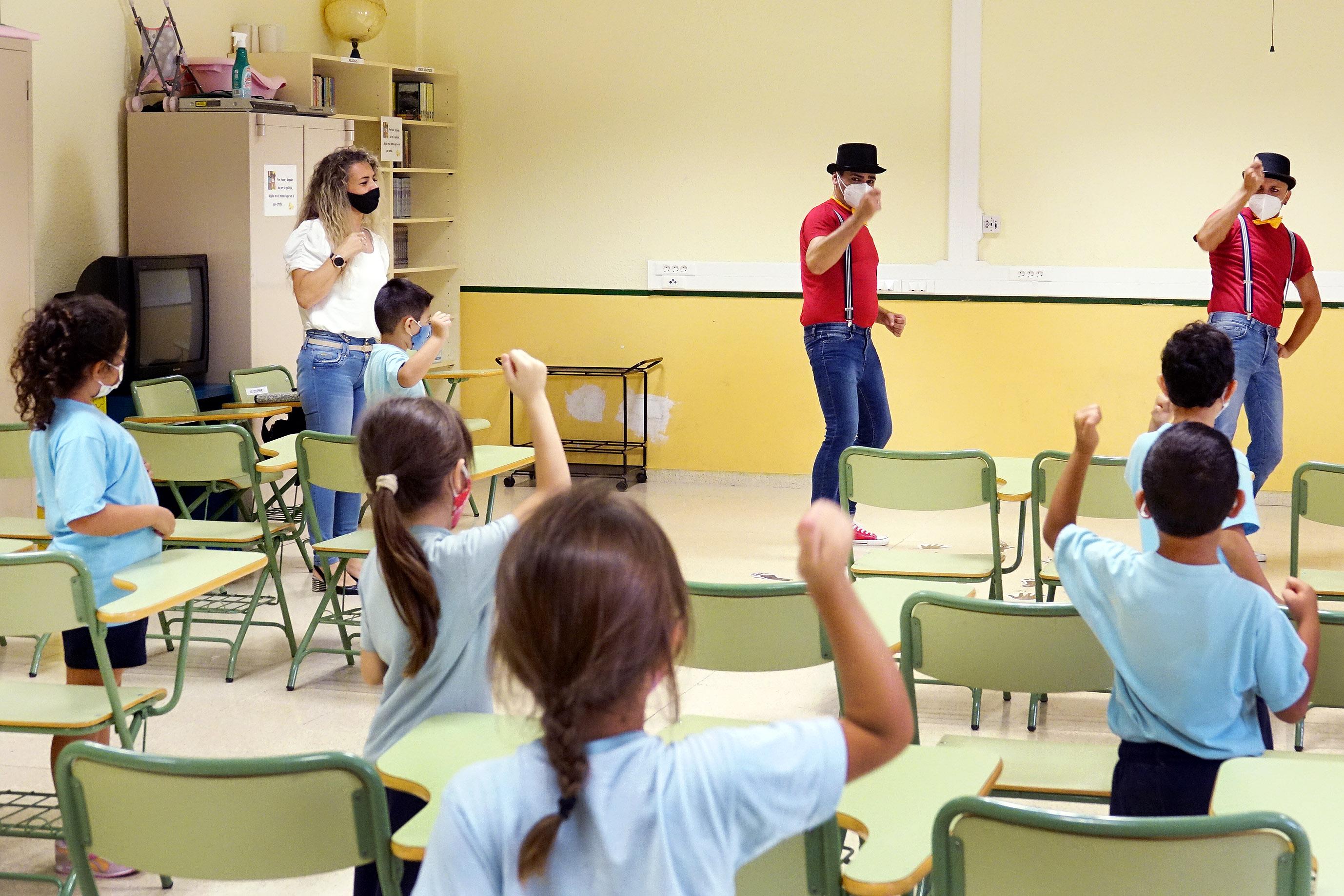 Santa Cruz de Tenerife utiliza el teatro para llevar a los colegios los protocolos COVID-19