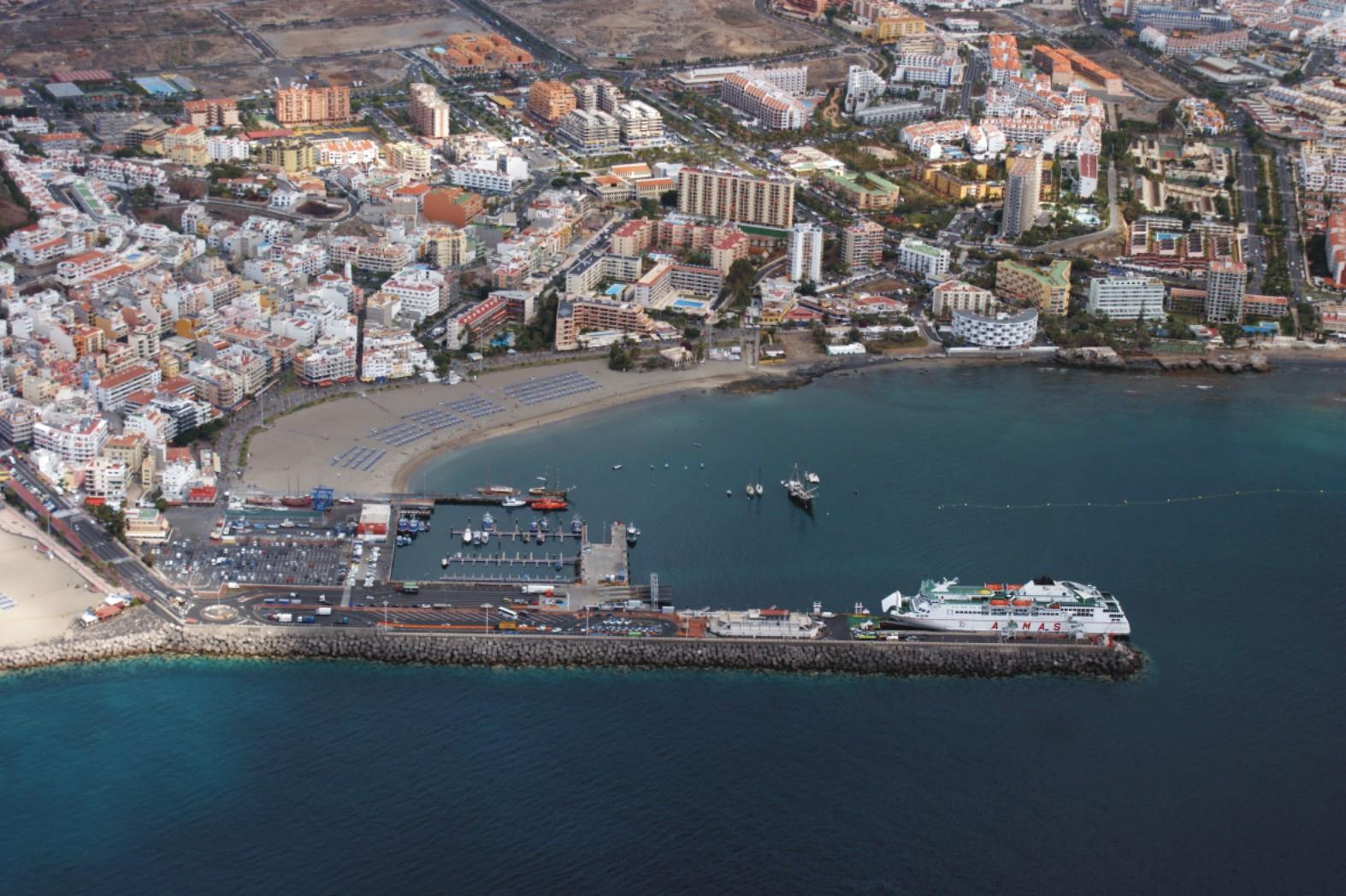 Empresarios del sur de Tenerife piden dejar a un lado al gobierno de Sánchez y hacer PCR con o sin beneplácito del Estado