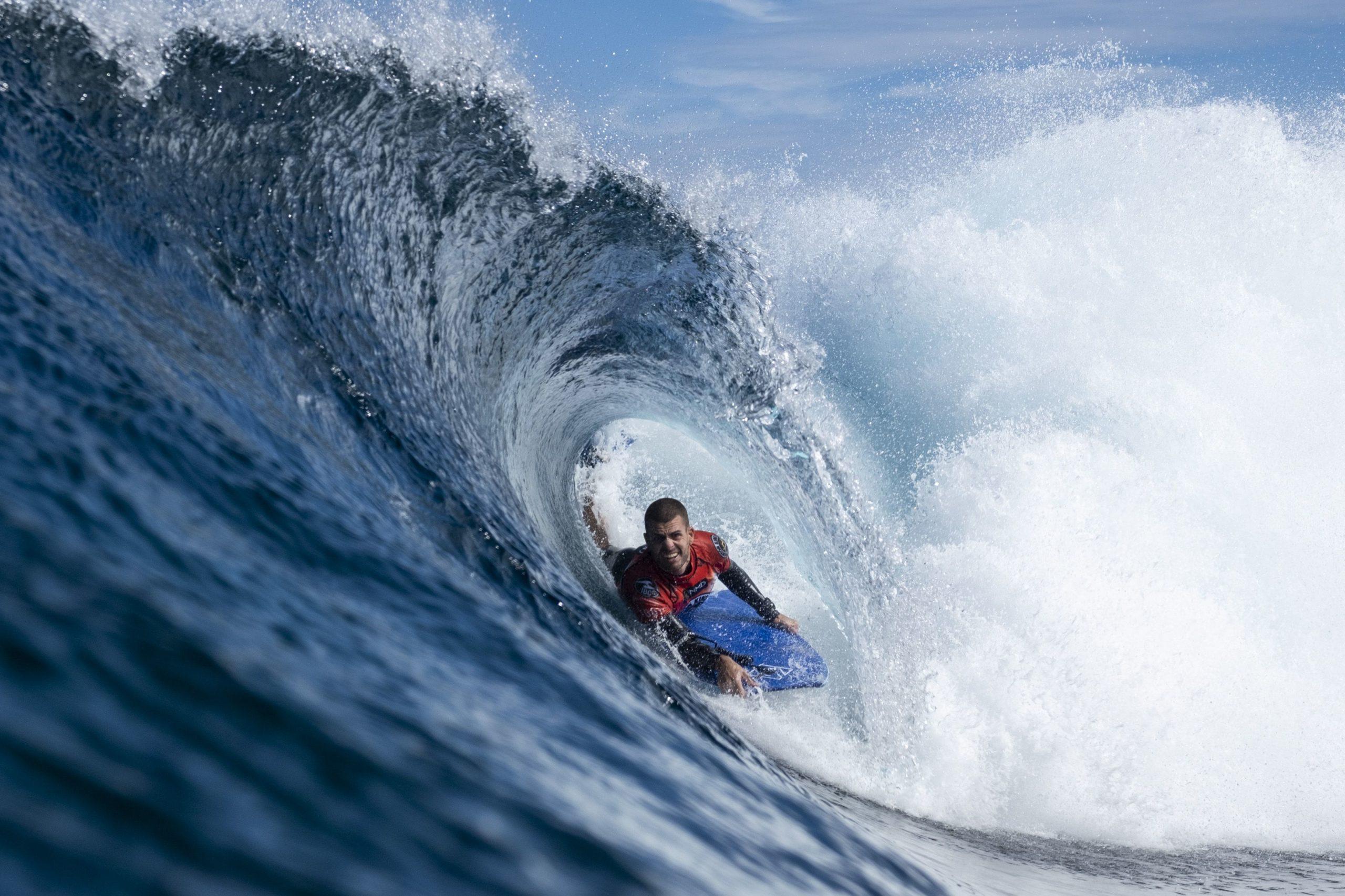 Las primeras olas ya rompen en El Frontón