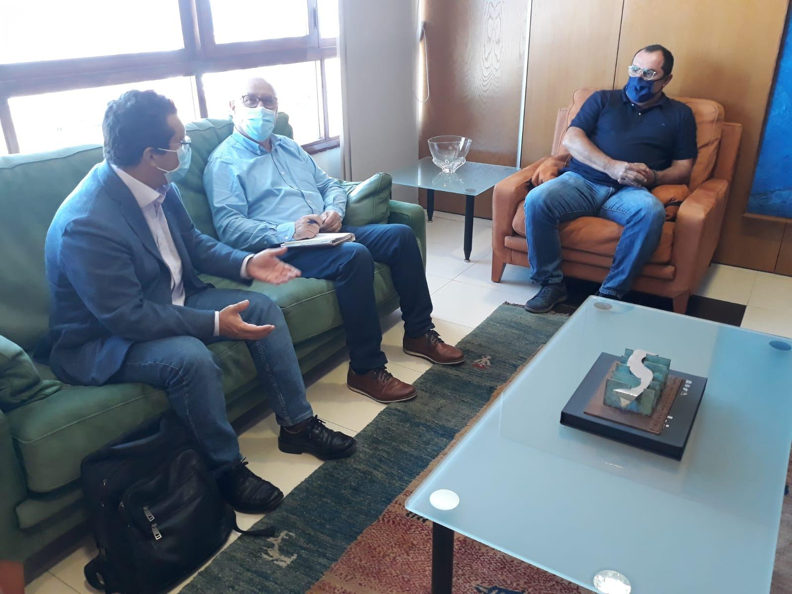 El Ayuntamiento de Arucas se reúne con el Consejero del Área del Sector Primario y Soberanía Alimentaria