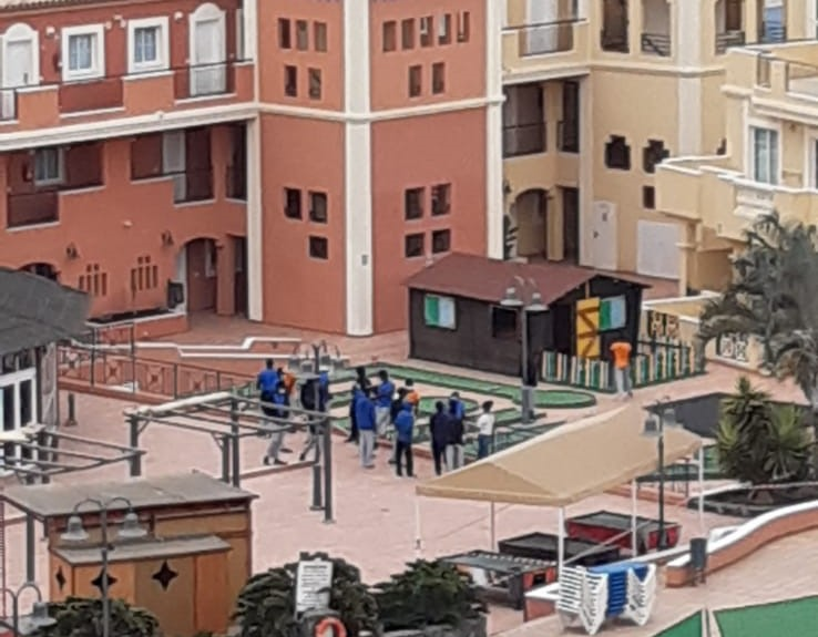 Inmigrantes en el complejo turístico Granada Park