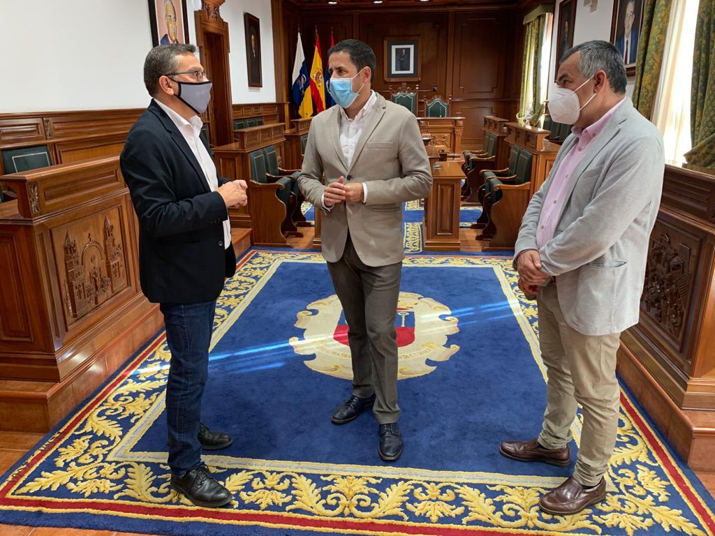 Reunión de Héctor Suárez y Francisco Atta para tratar asuntos de los municipios de Telde y Valsequillo