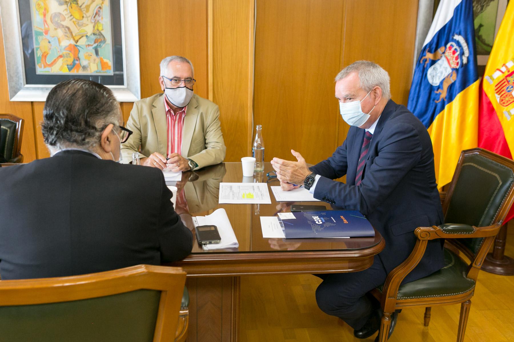 Sebastián Franquis se reúne con la Confederación de Empresarios de Santa Cruz de Tenerife
