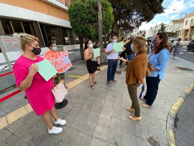 Los comerciantes del Rasto Dominical protestan ante el Ayuntamiento de Las Palmas de Gran Canaria