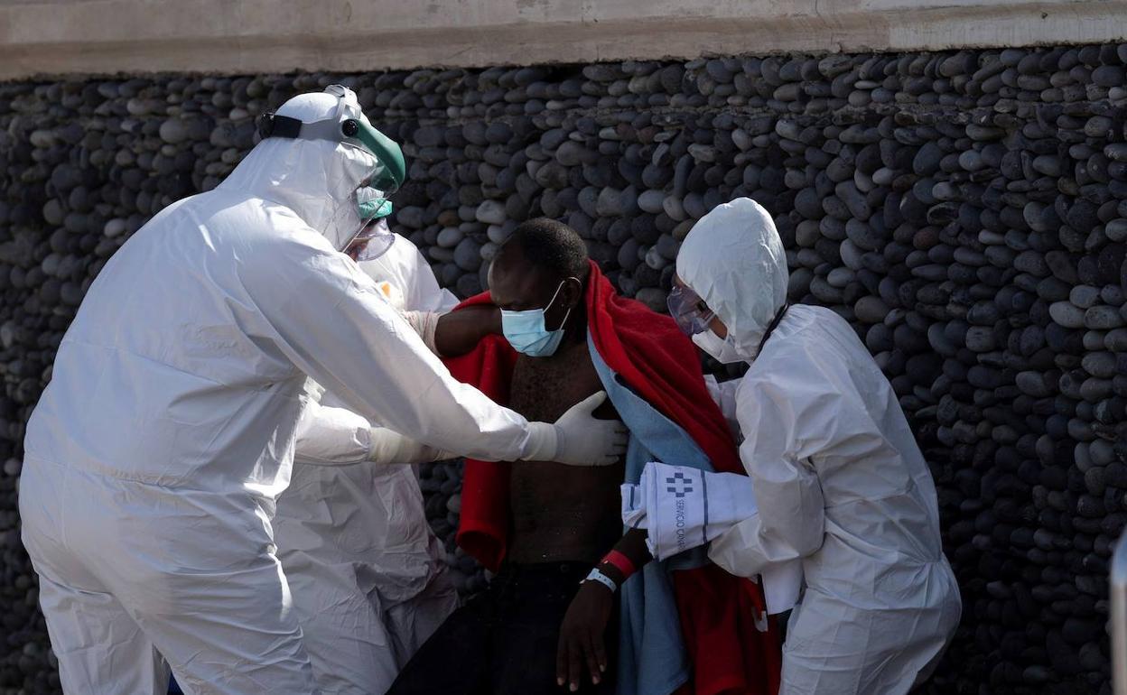 Sanitarios e inmigrantes / CanariasNoticias.es