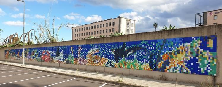 Mural con material reciclado en la ULPGC