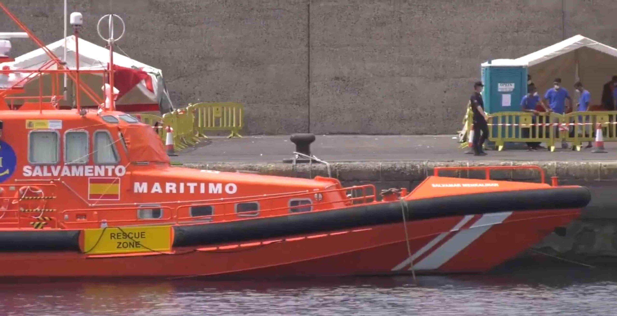 Salvamento lleva a Gran Canaria a 24 magrebíes y detecta una nueva localización compatible con una patera