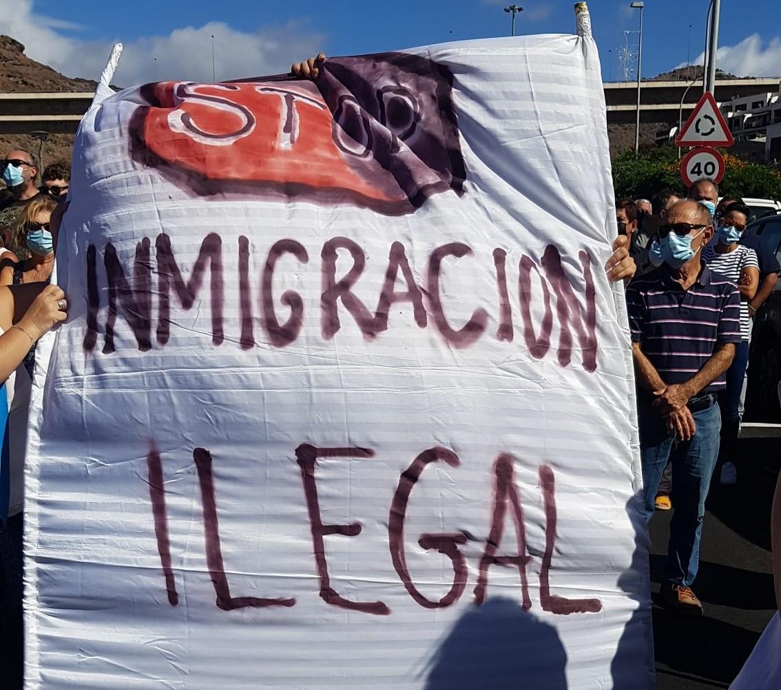 Manifestación en Puerto Rico (Mogán) contra la situación provocada por la crisis migratoria y la ocupación de los hoteles
