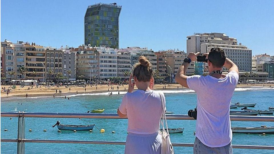 Turistas en la Playa de Las Canteras/CanariasNoticias.es