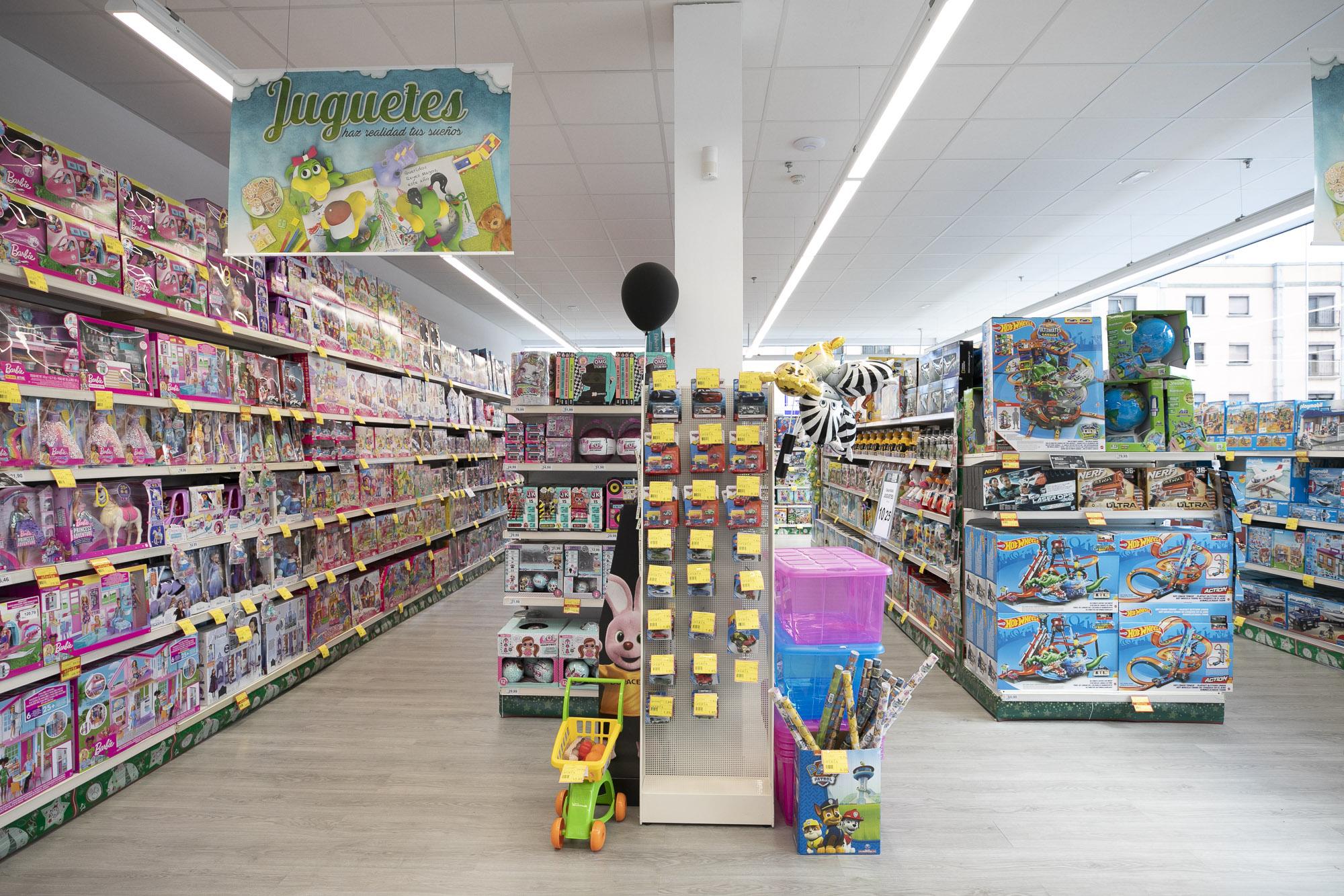 HiperDino amplía su oferta y estrena nuevos espacios dedicados a juguetes / CanariasNoticias.es