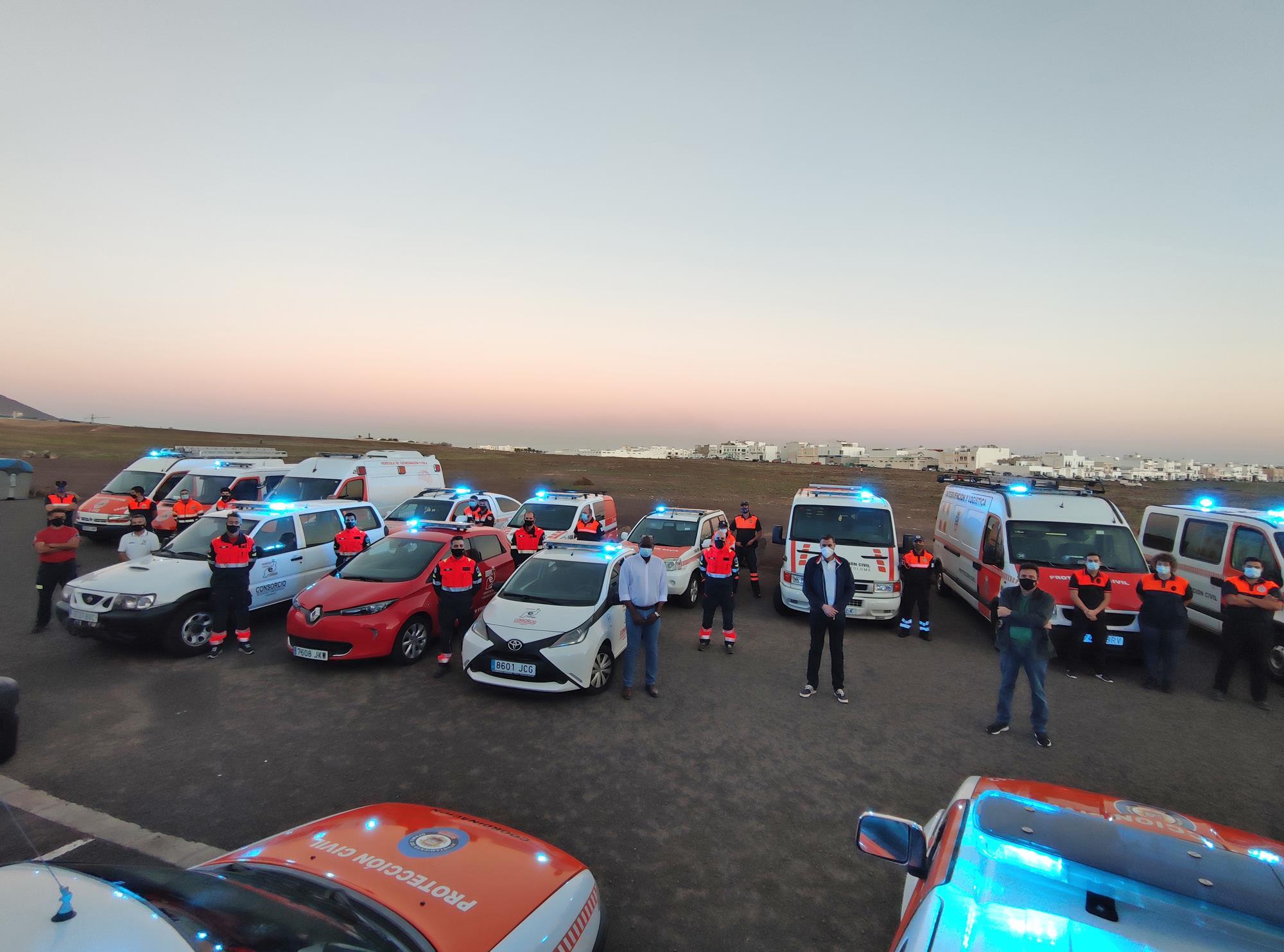 Vehículos de Protección Civil de Lanzarote con luminosos de color azul / CanariasNoticias.es