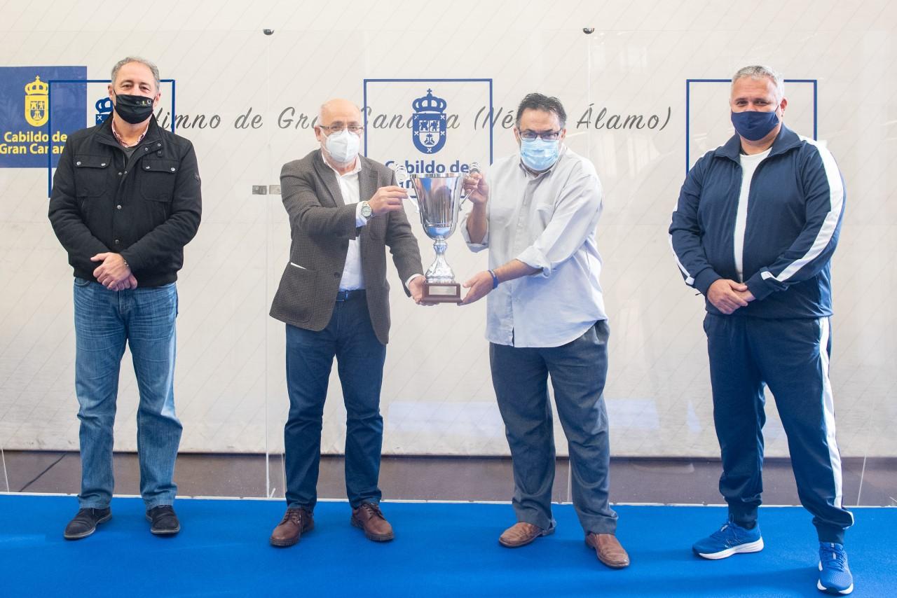 El Cabildo reconoce el éxito del Club Voleibol JAV Olímpico como un ejemplo de cohesión de la sociedad de Gran Canaria en tiempos difíciles