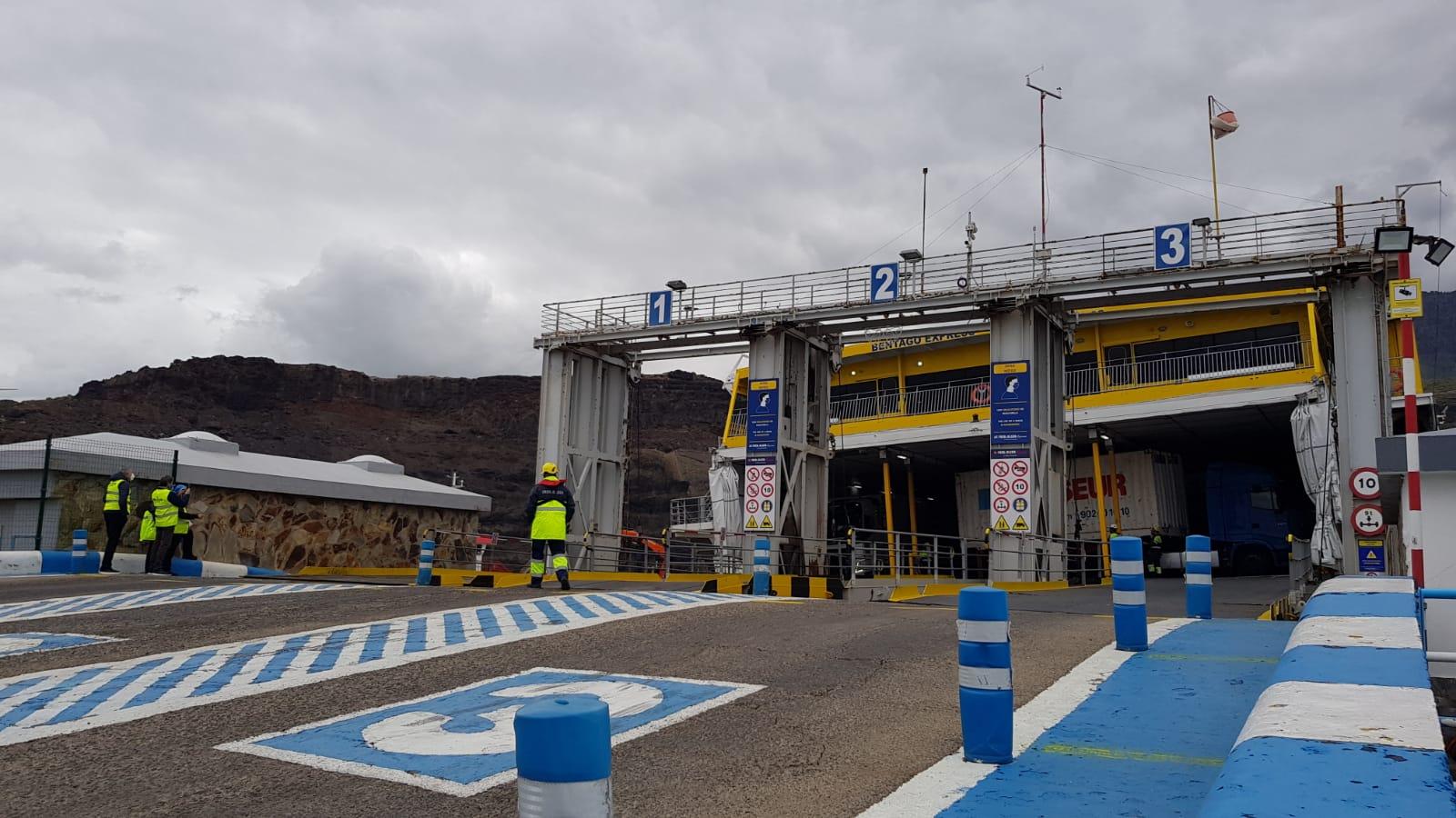 """Desembarco de vehículos del """"Bentago Express"""" / CanariasNoticias.es"""