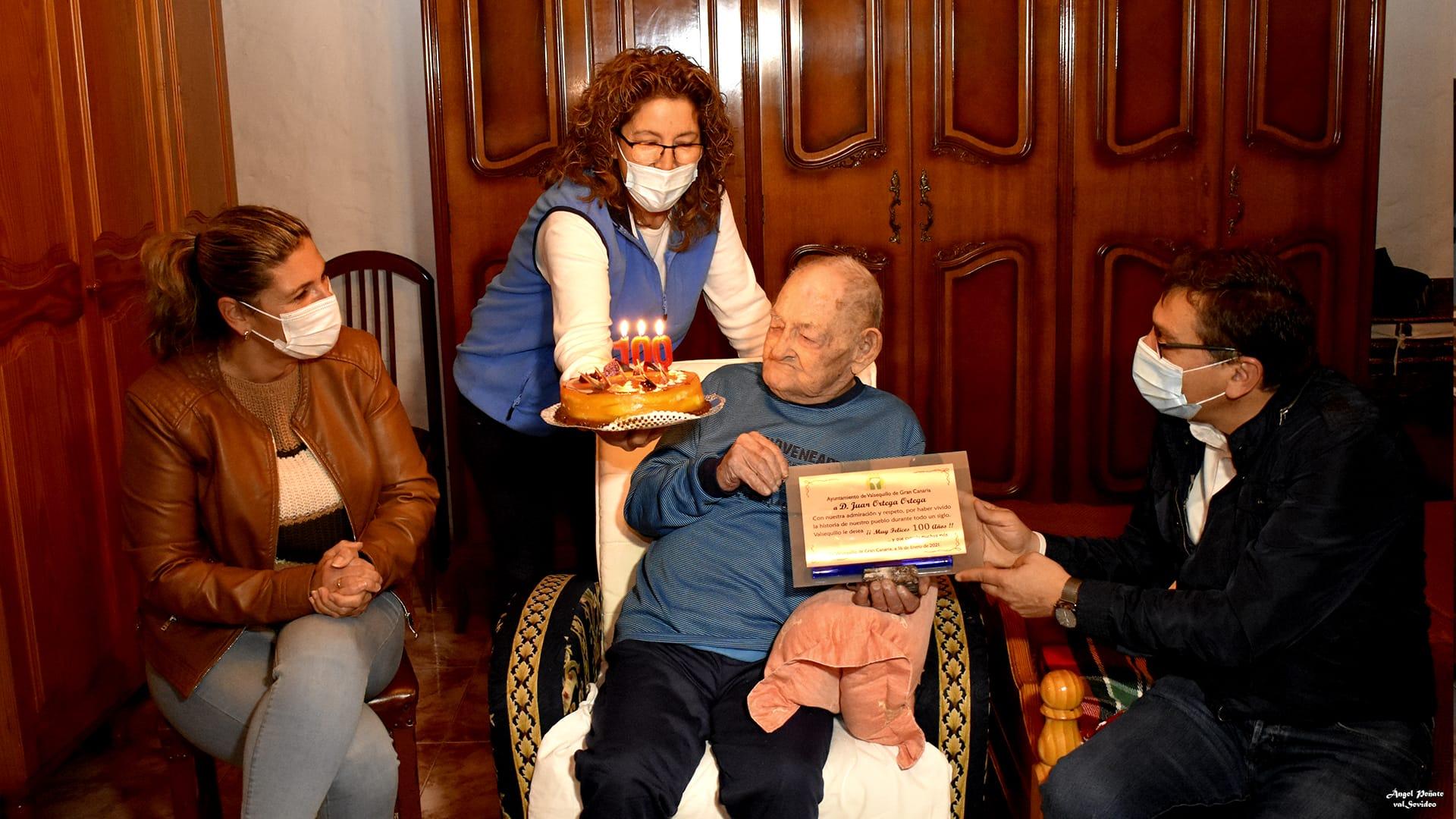 Valsequillo felicita a Juanito Ortega por sus 100 años / CanariasNoticias.es
