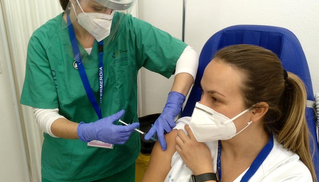Vacunación contra Covid-19 de sanitaria del SCS / CanariasNoticias.es