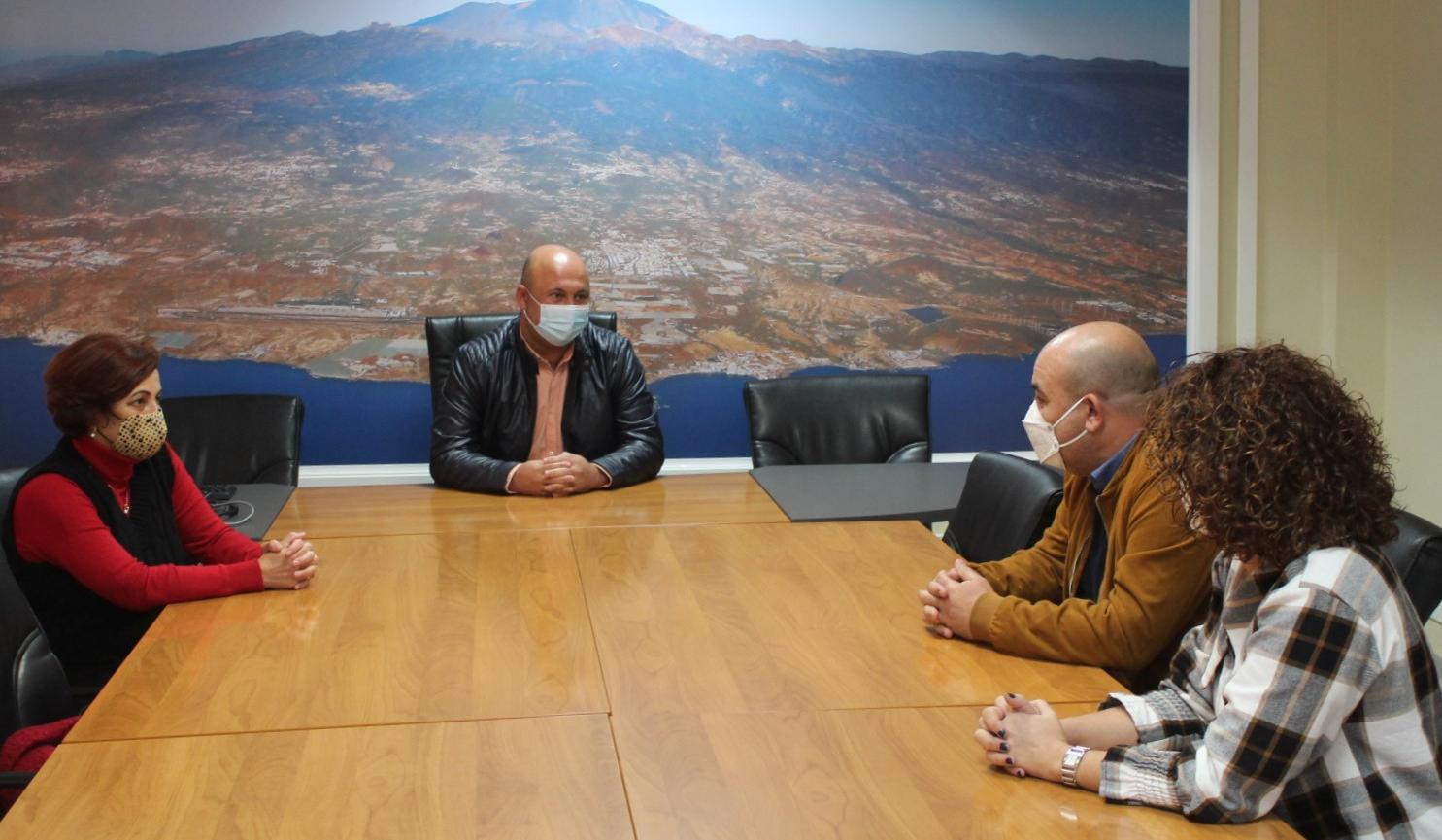 Reunión con la Fundación Niños con Cáncer Pequeño Valiente en Granadilla de Abona / CanariasNoticias.es