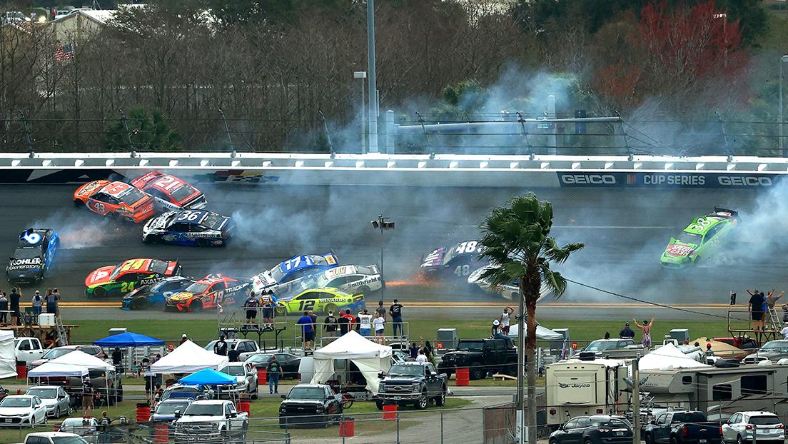 Colisión múltiple en Daytona 500