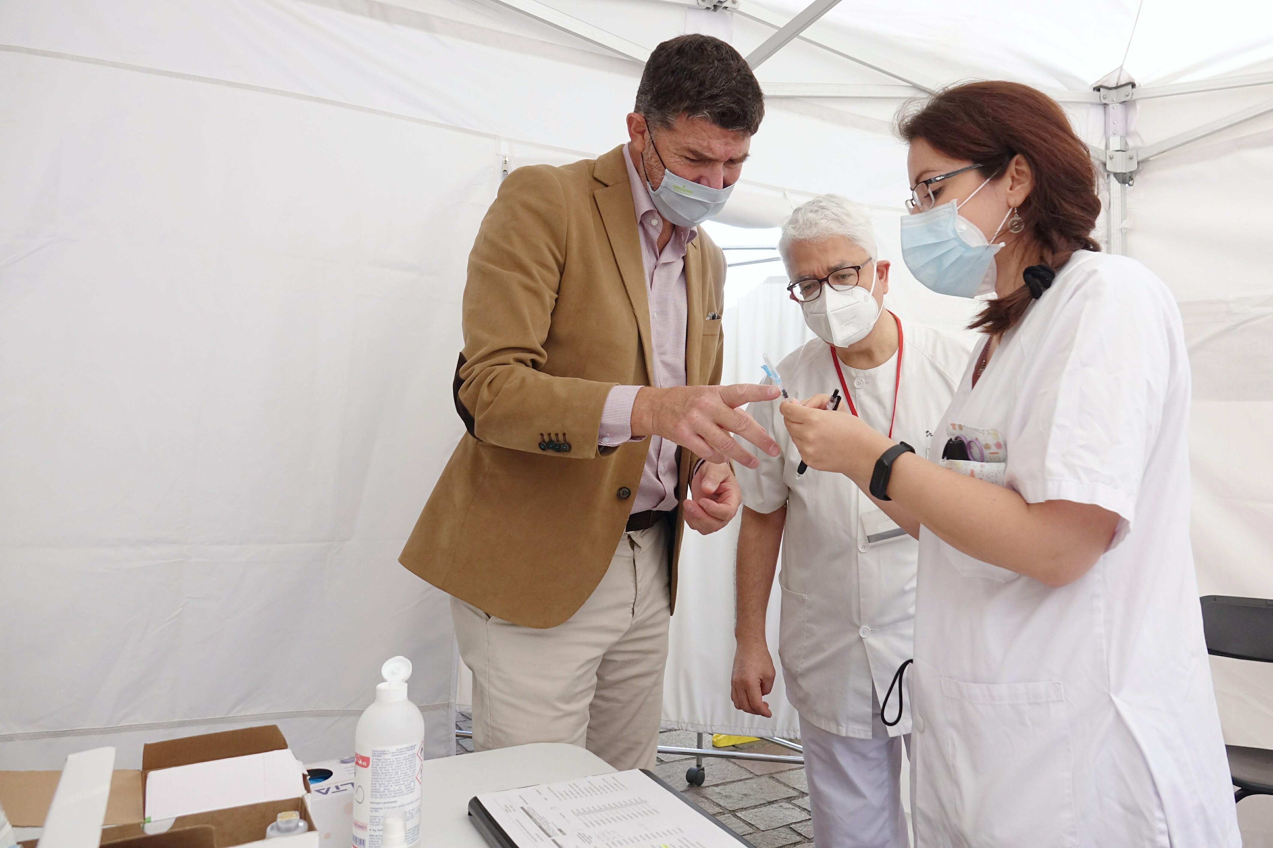 Carpa de vacunación de Centro de Salud de Doctor Guigoú / CanariasNoticias.es