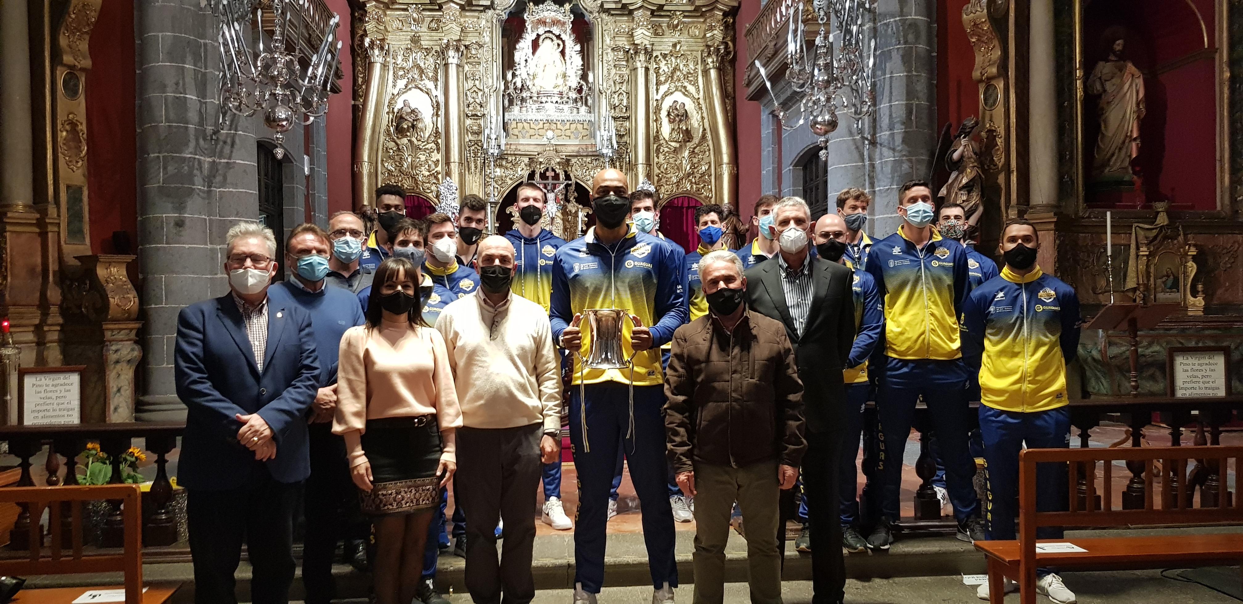 El CV Guaguas ofrece el título de la Copa del Rey a la Virgen del Pino / CanariasNoticias.es