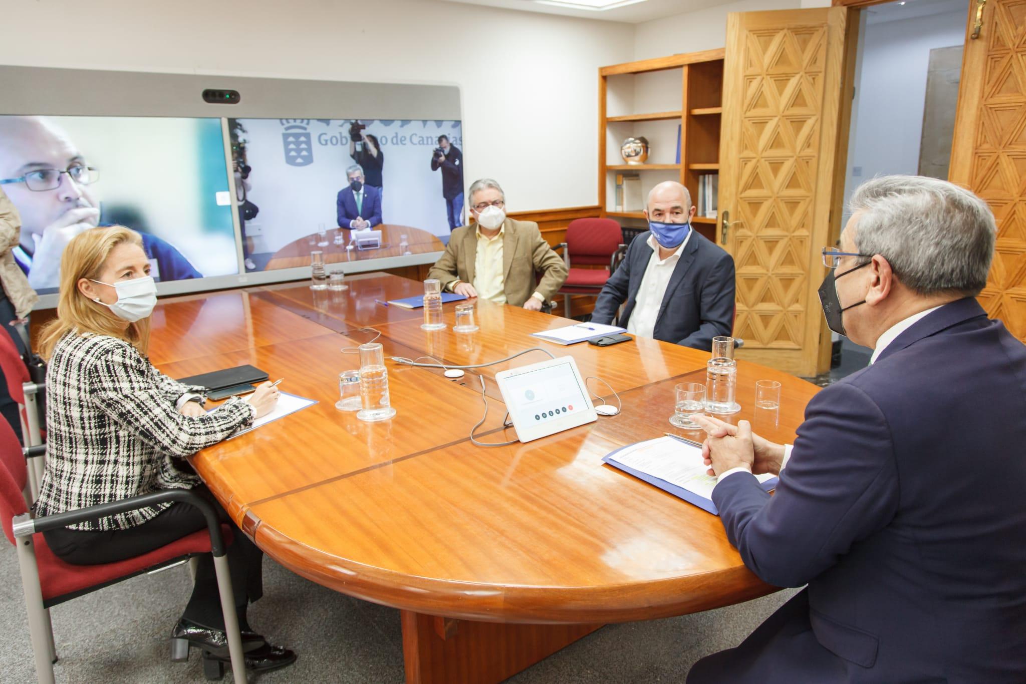 Román Rodríguez se reúne con las patronales turísticas / CanariasNoticias.es