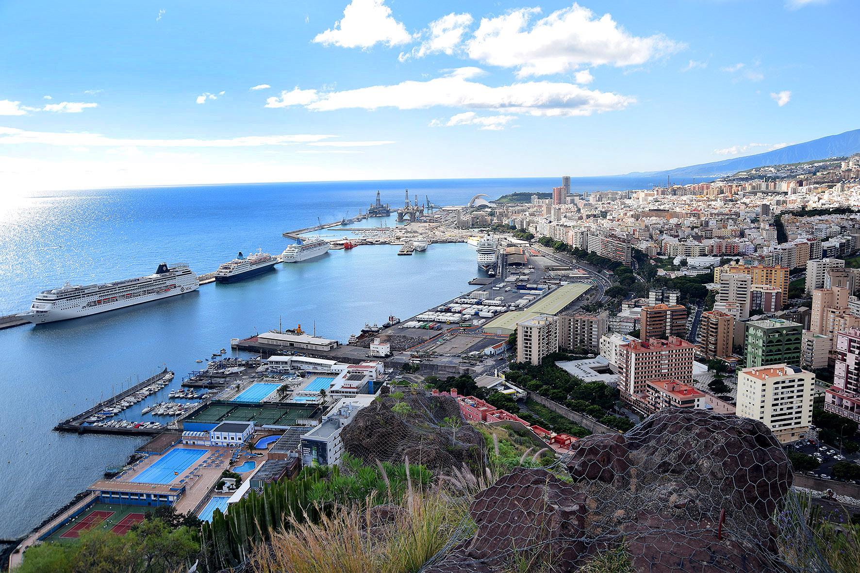 Santa Cruz pide reunirse con Binter y Aena para impulsar rutas aéreas desde Tenerife