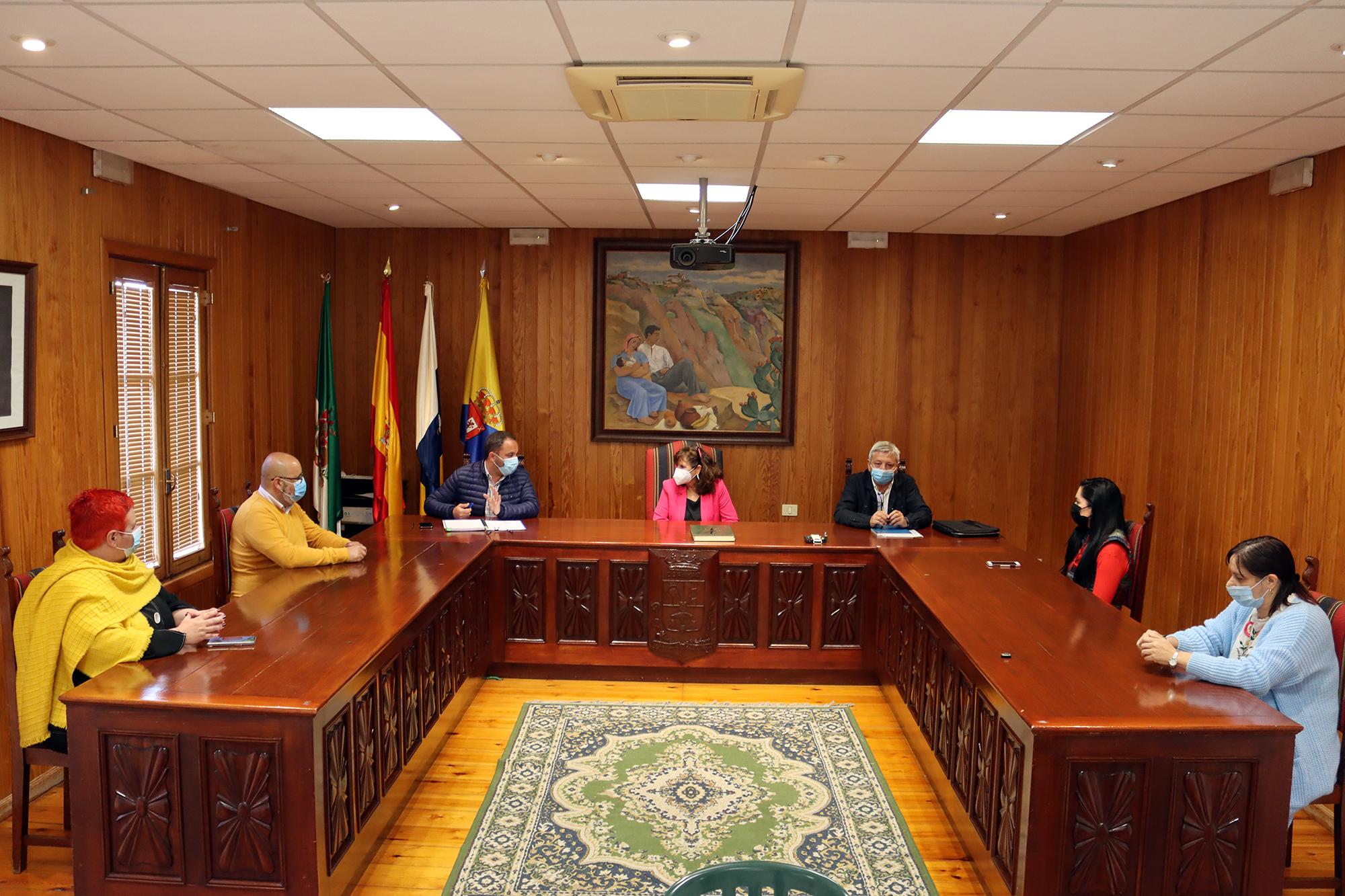 Visita de la consejera insular de Vivienda, Concepción Monzón / CanariasNoticias.es
