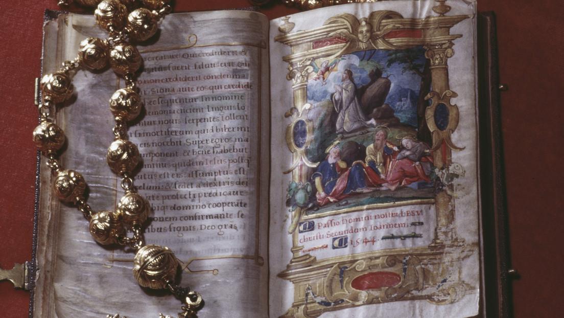 El rosario y la Biblia pertenecientes a María Reina de Escocia