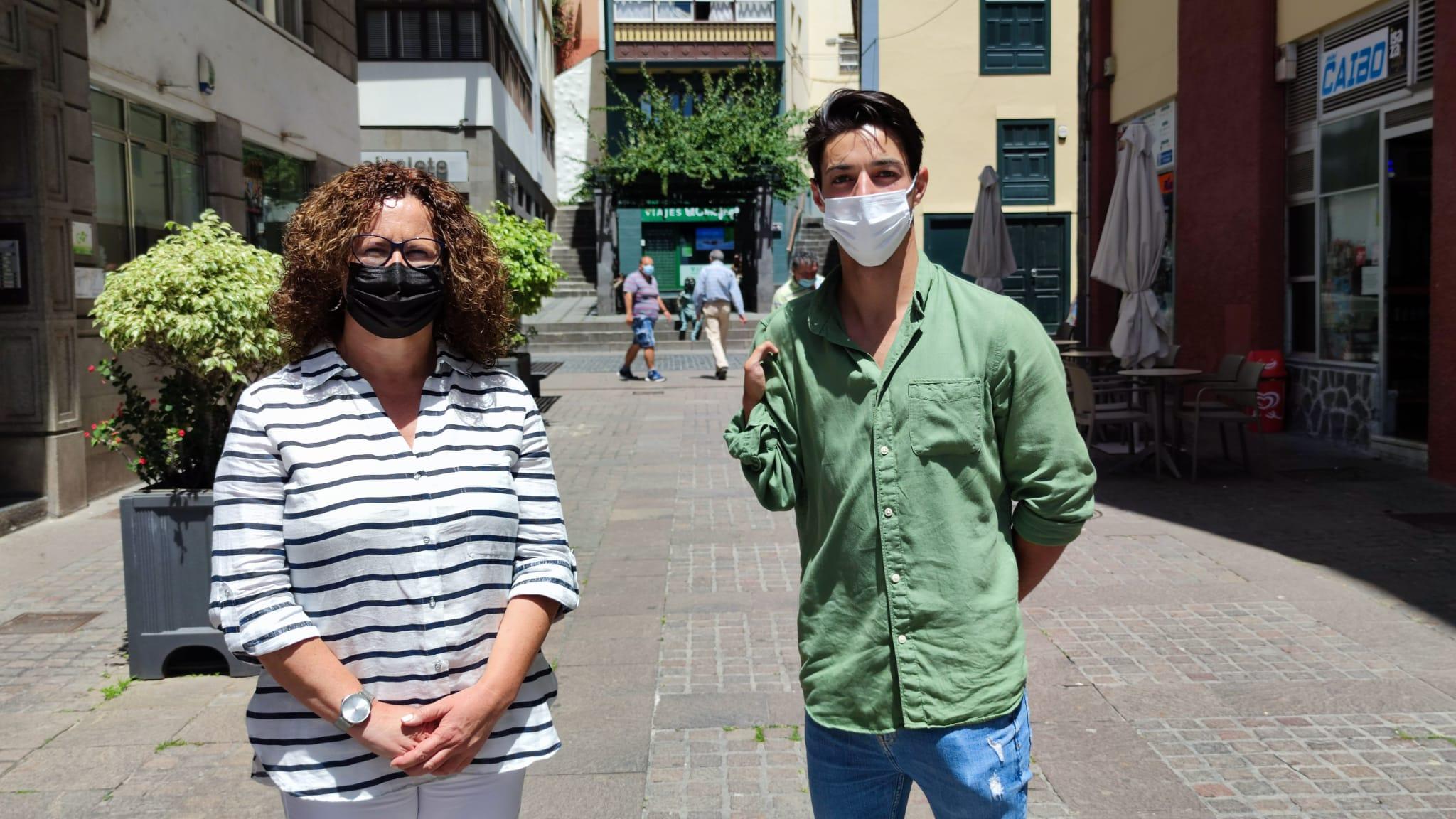 La consejera de Juventud del Cabildo de La Palma, Nieves Hernández y Carlos Pérez / CanariasNoticias.es