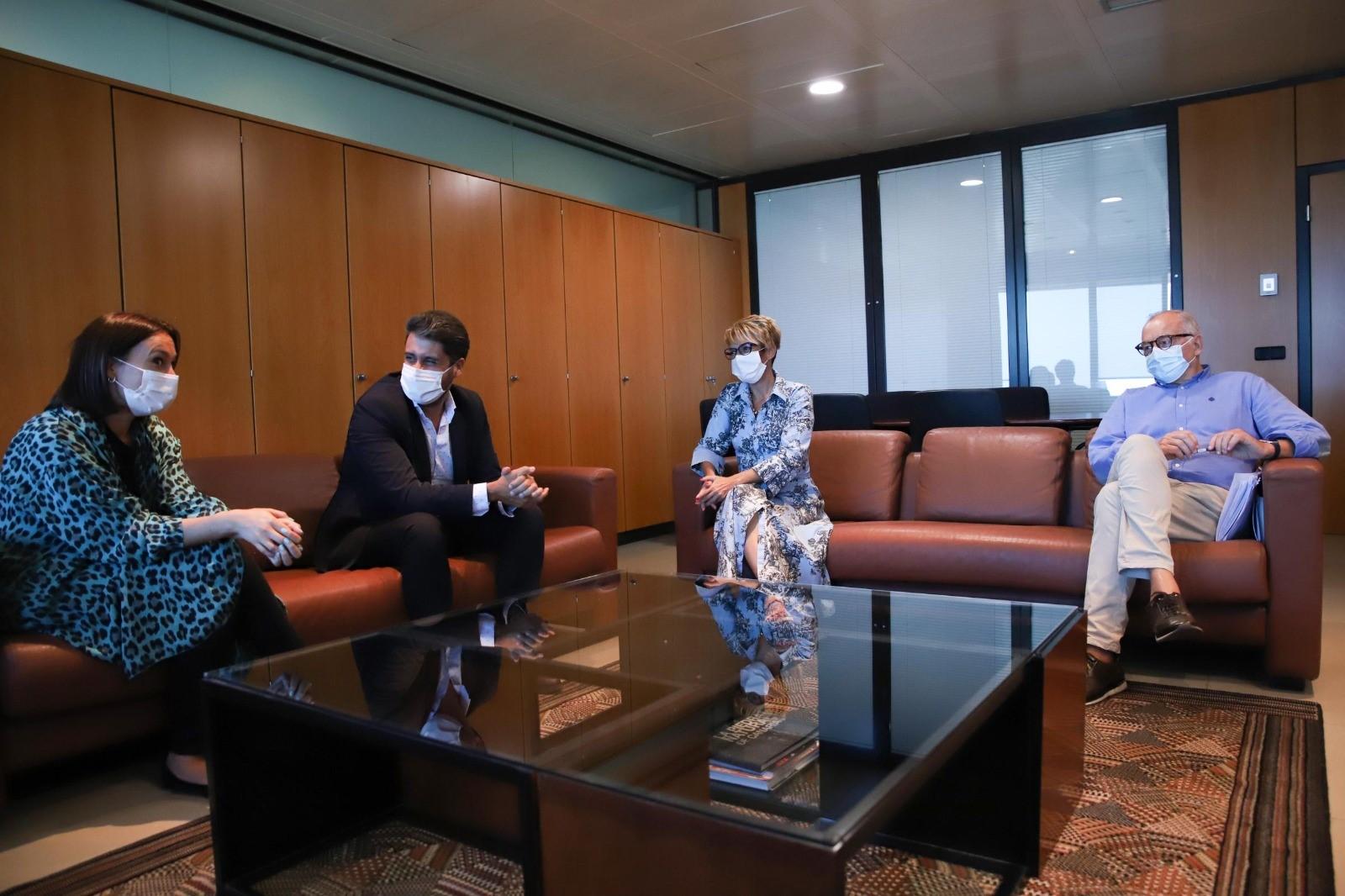 Reunión del alcalde de La Laguna con la consejera de Economía Elena Máñez / CanariasNoticias.es