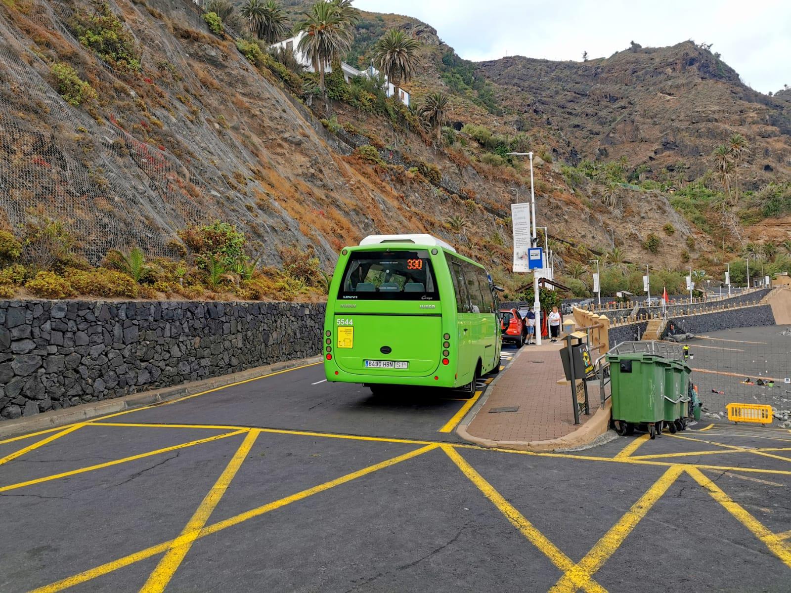 Primer viaje de la guagua 330 a la playa de El Socorro en Los Realejos (Tenerife) / CanariasNoticias.es
