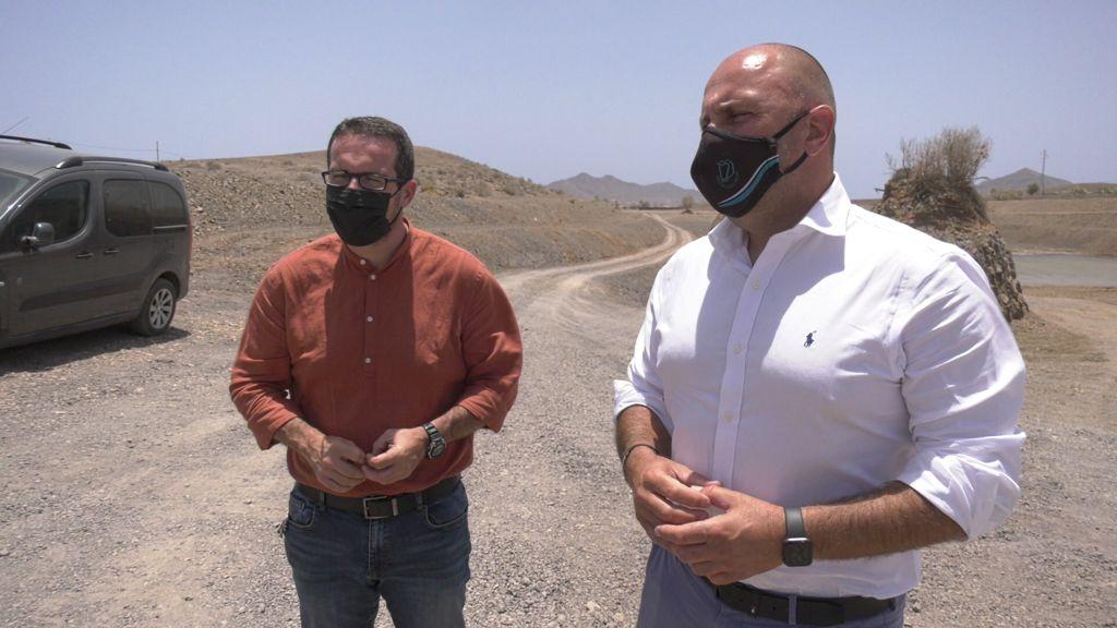 Sergio Lloret y David de Vera en la cuenca del barrando de Gran Tarajal / CanariasNoticias.es