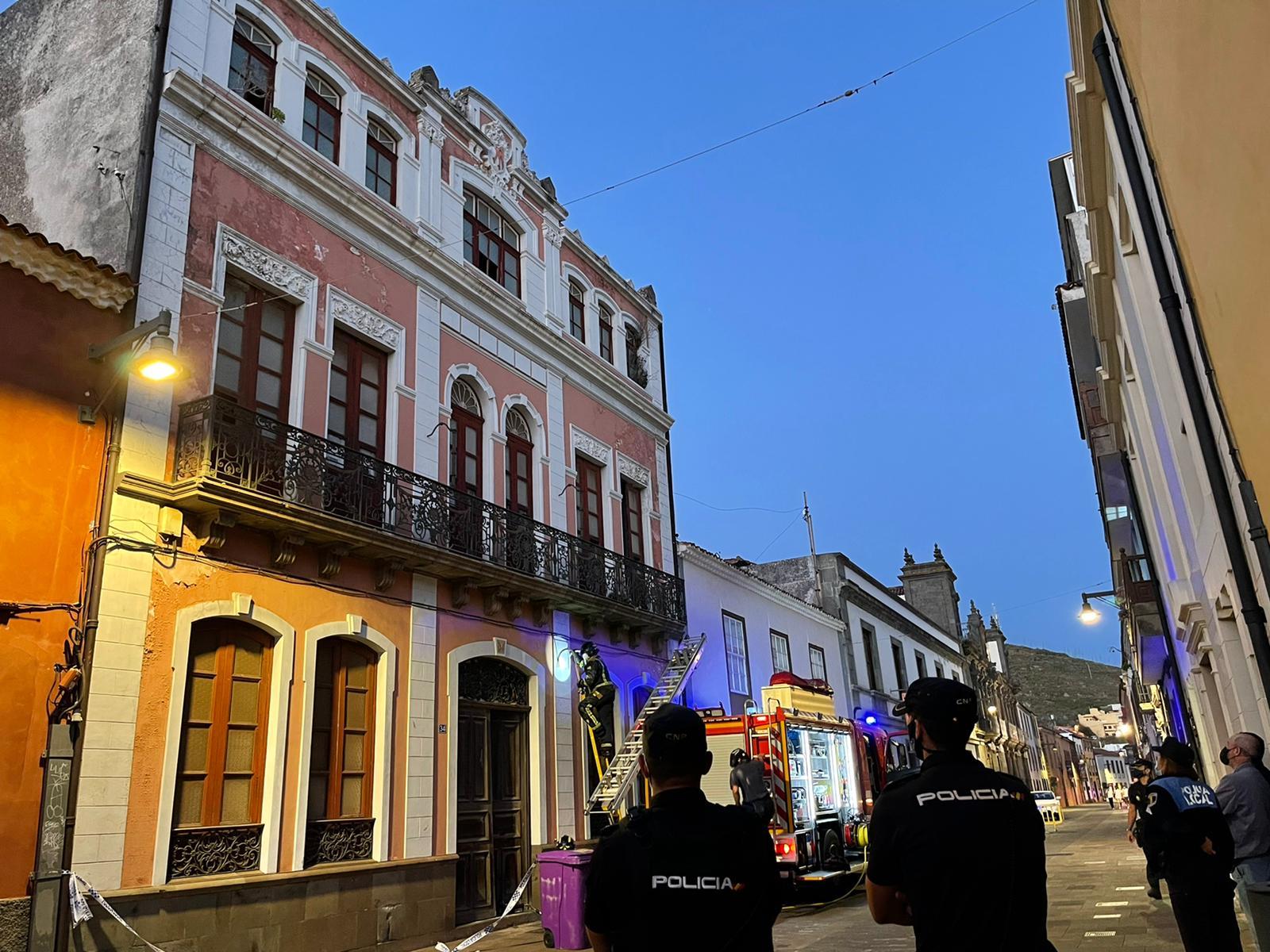 Desprendimientos en un edificio deshabitado en la calle San Agustín de La Laguna / CanariasNoticias.es