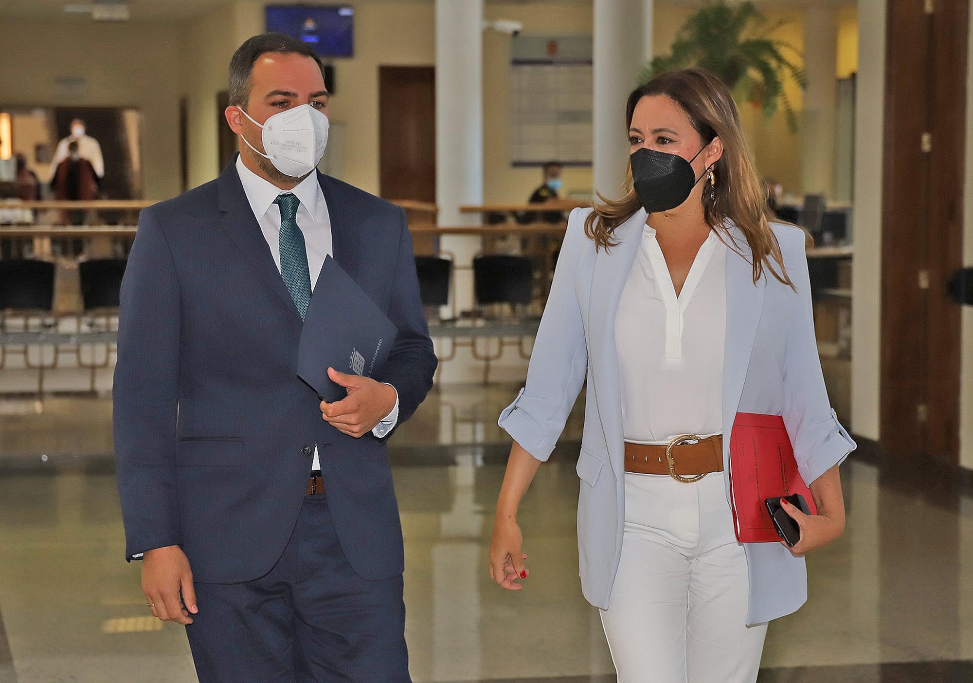 La presidenta María Dolores Corujo y el consejero de obras Jacobo Medina / CanariasNoticia.es