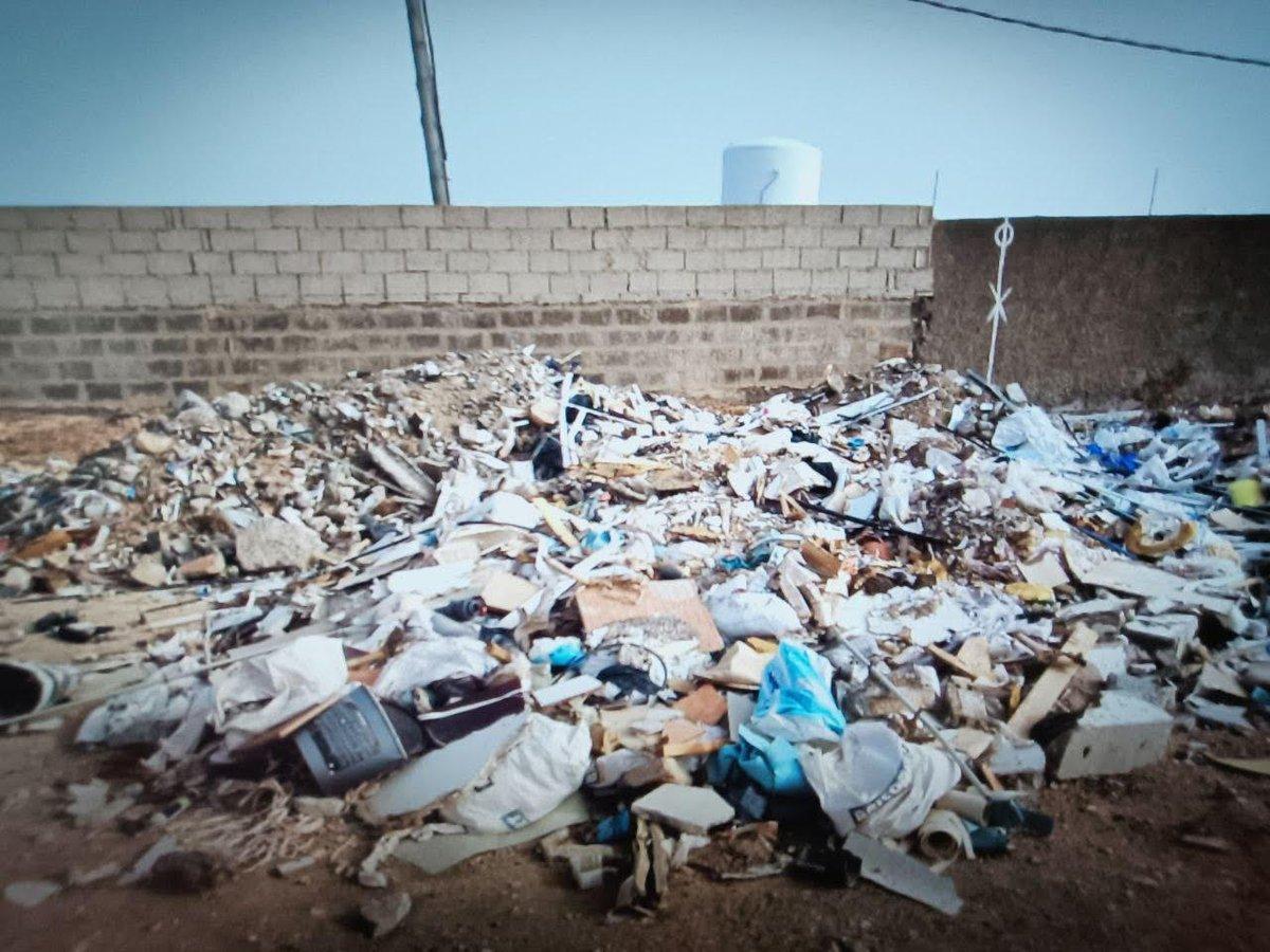 La Policía Local de Telde obliga a una empresa a recoger los escombros que habían dejado de forma ilegal junto a los arenales de Tufia