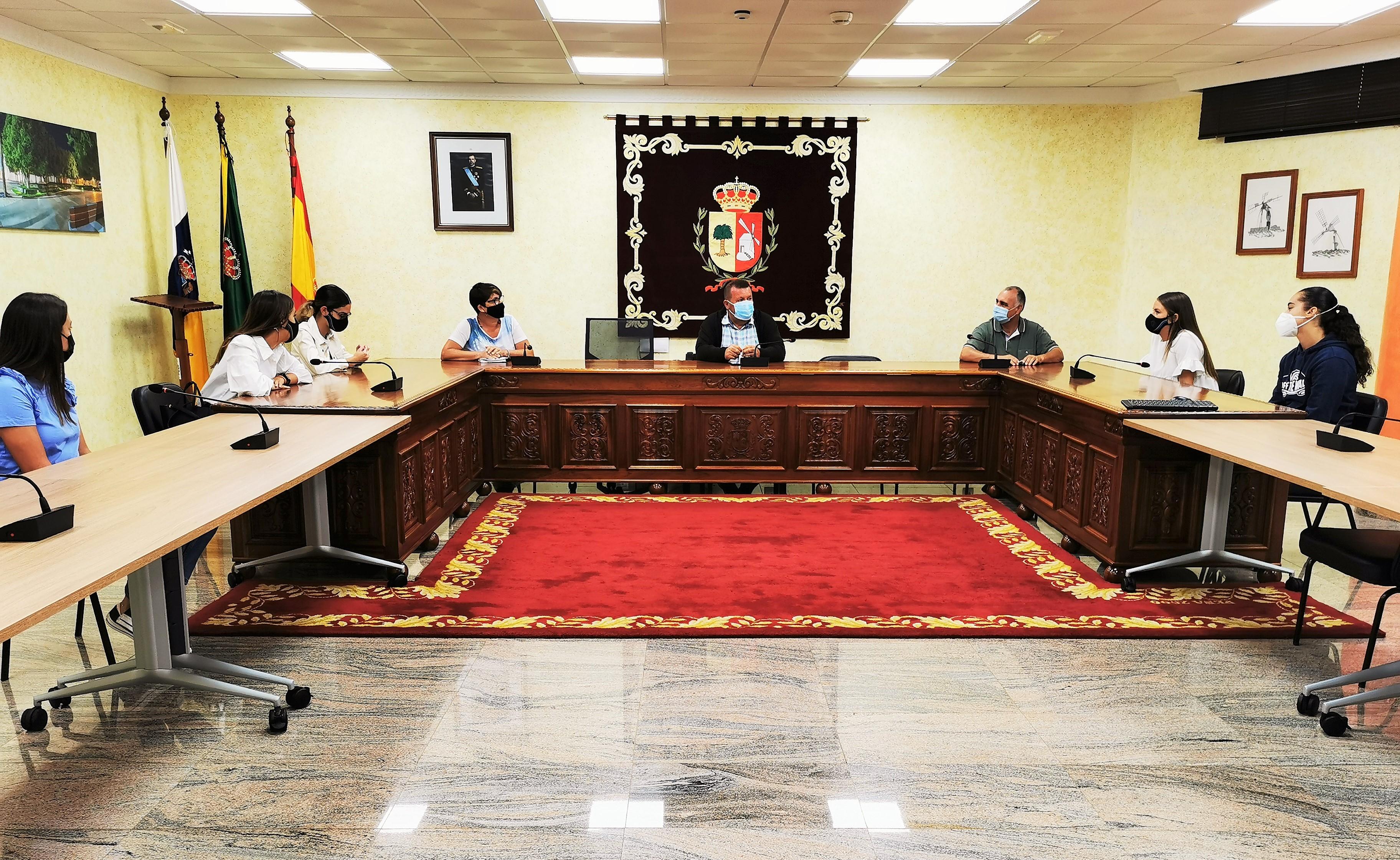 Antigua da la bienvenida a los estudiantes en prácticas en el Ayuntamiento / CanariasNoticias.es