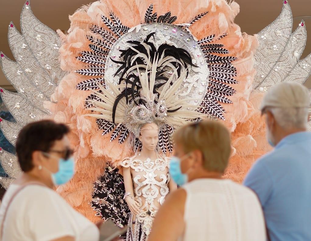 Exposición del carnaval en el Centro Comercial Martiánez