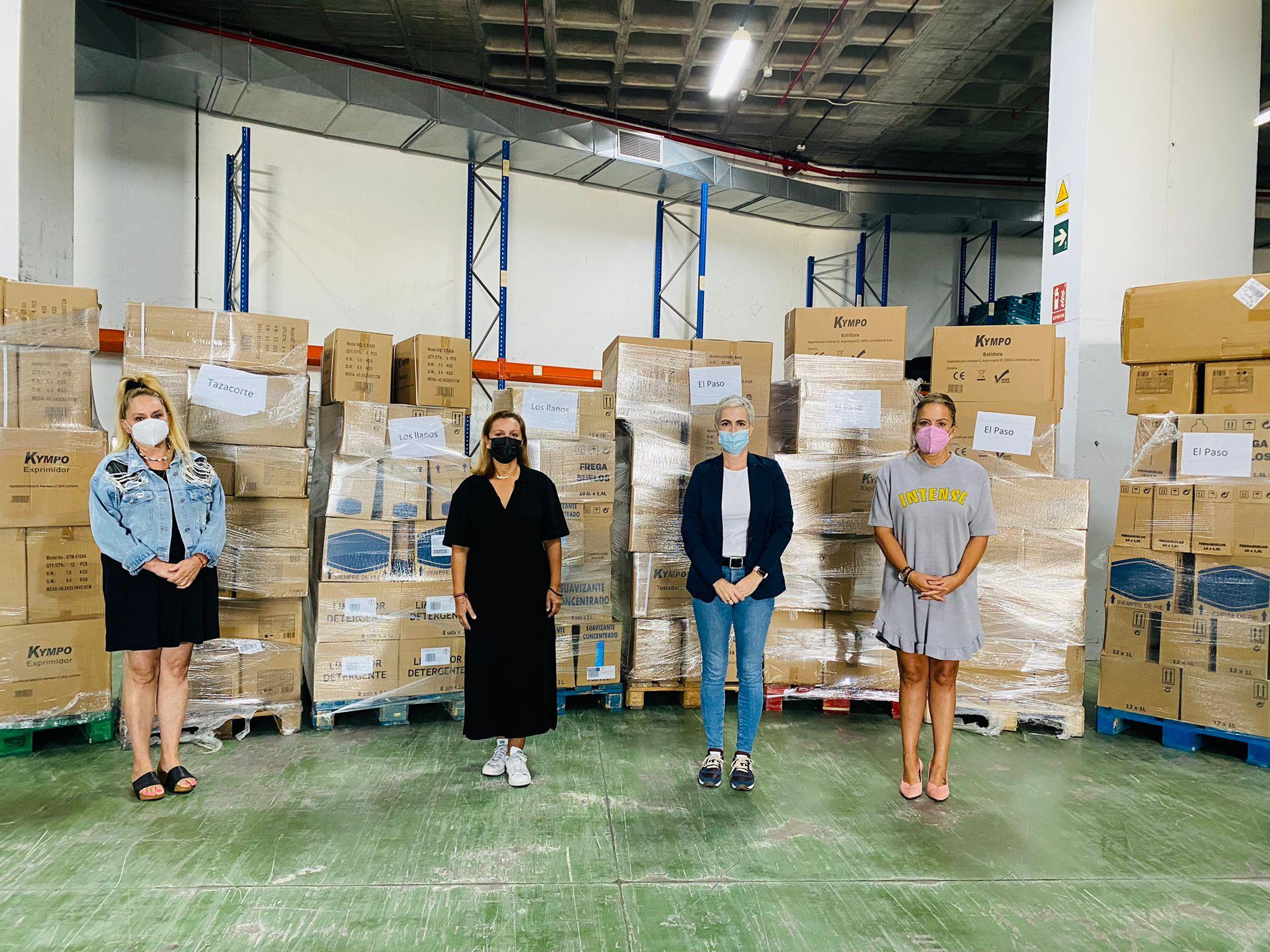 HiperDino entrega a ayuntamientos de La Palma donaciones de clientes / CanariasNoticias.es