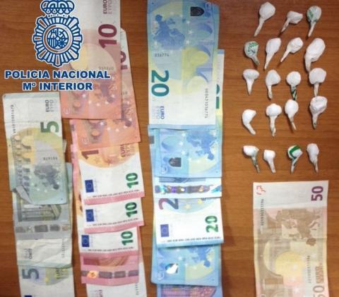 Dinero y droga incautada en Telde