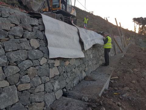 Trabajos obra de construcción muro de contención