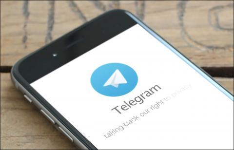 Teléfono móvil con la aplicación de Telegram