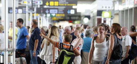 Turistas en aeropuerto
