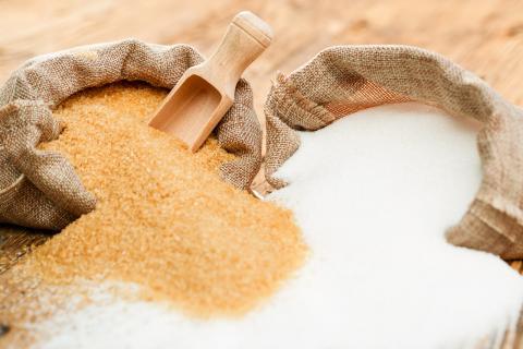 Azúcar blanco y moreno